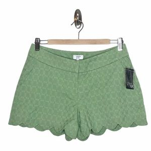 Crown & Ivy Textured Scalloped Shorts Green Size 2